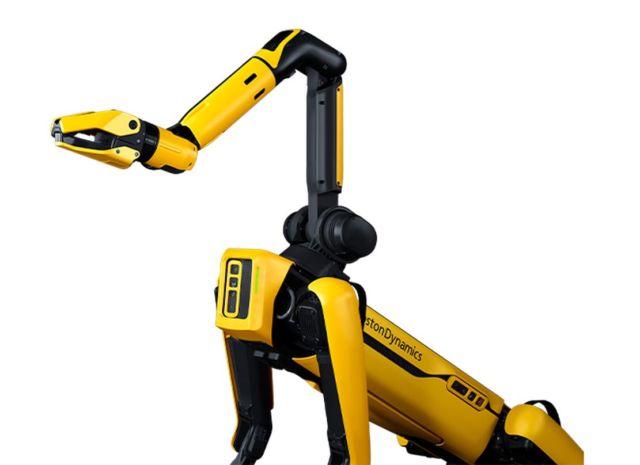 Robot Dog Spot got an extra arm (4)