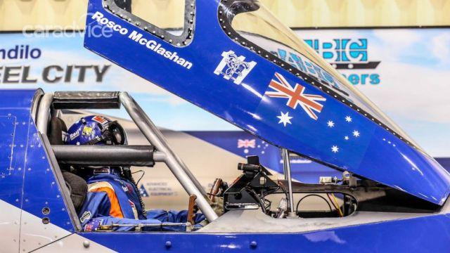 Aussie Invader 5R rocket-car (1)
