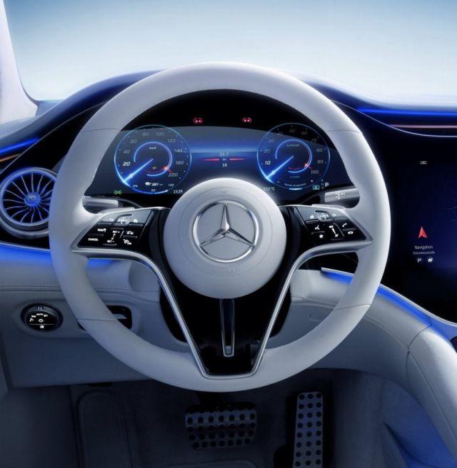 Mercedes-Benz's 56-inch 'Hyperscreen' dash (1)