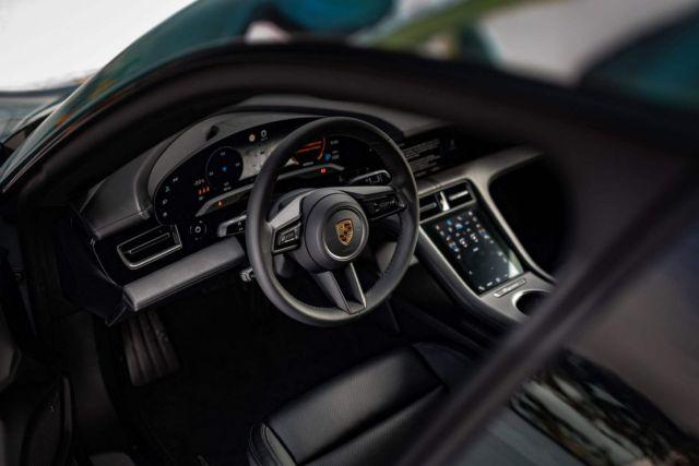 Porsche Taycan 4S Artcar (2)