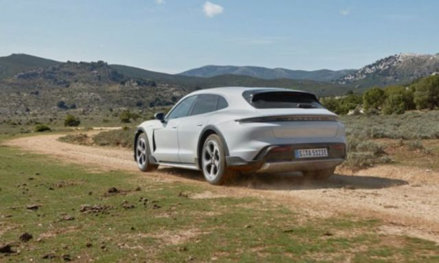 Porsche Taycan Cross Turismo (2)