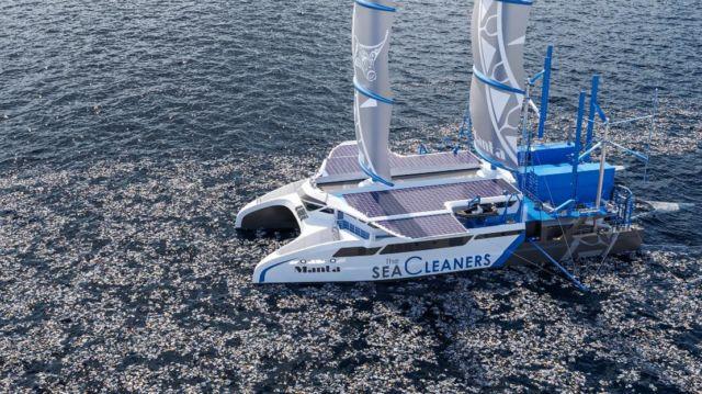 Manta giant Plastic-Eating Catamaran
