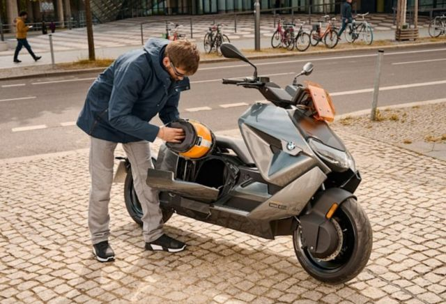 BMW CE 04 Electric Scooter (7)