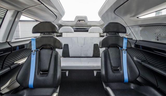 Porsche unveiled the interior of the future (2)