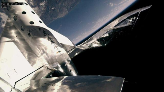 Richard Branson successfully reach the 'Edge of Space' (3)