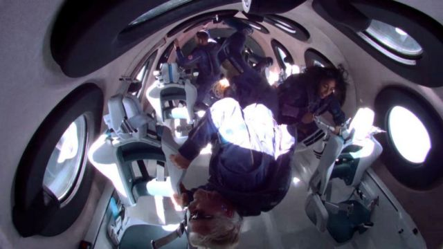 Richard Branson successfully reach the 'Edge of Space' (1)