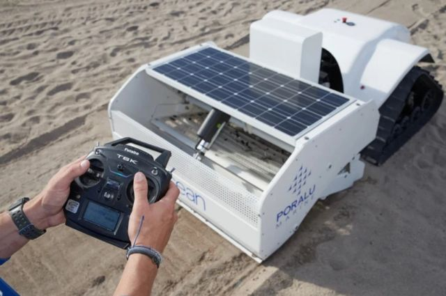 Beach-cleaning BeBot (4)