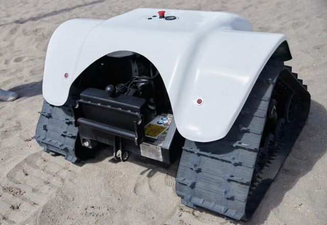 Beach-cleaning BeBot (3)